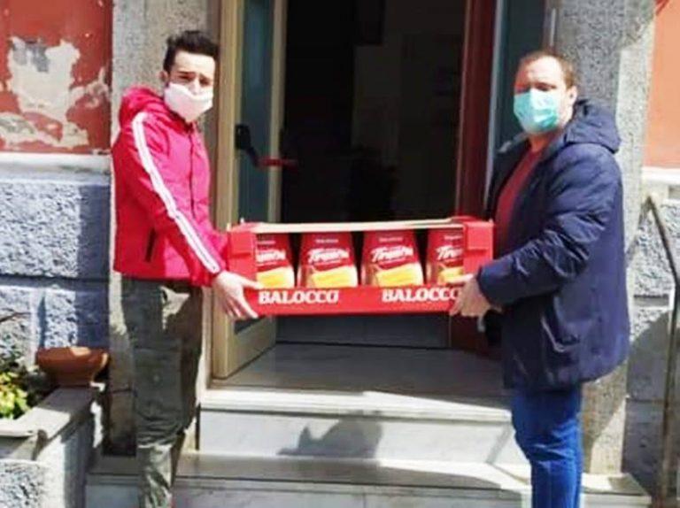 Coronavirus e solidarietà, a Dasà distribuzione di dolci e biscotti