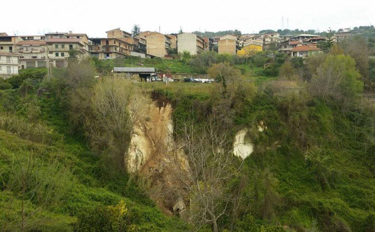 San Calogero, vasta frana minaccia l'abitato: chiusa la Sp 33