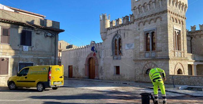 Caria, camion in fiamme nei pressi del castello – Foto