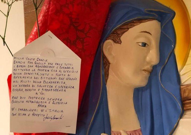 Una rosa rossa e una lettera ai carabinieri di Vibo: «Mille volte grazie»