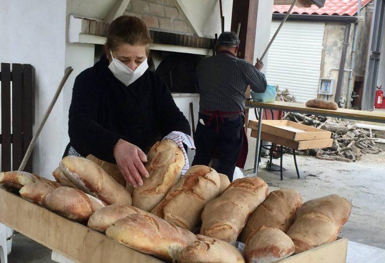 """Il """"pane della solidarietà"""", a Stefanaconi un gesto di generosità per i bisognosi – Video"""
