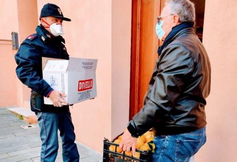 Polizia e Caritas aiutano a Vibo fratelli bisognosi che ricambiano donando arance