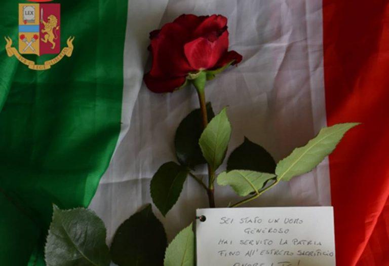 Una rosa per l'agente morto in servizio a Napoli, il commosso omaggio di una vibonese