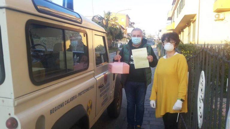 Nicotera, il Rotary dona colombe pasquali agli operatori in prima linea