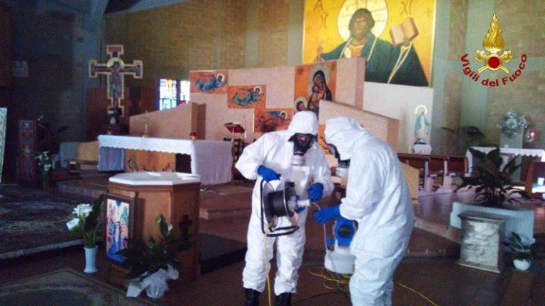 Interventi di sanificazione dei Vigili del fuoco in due chiese a Vibo