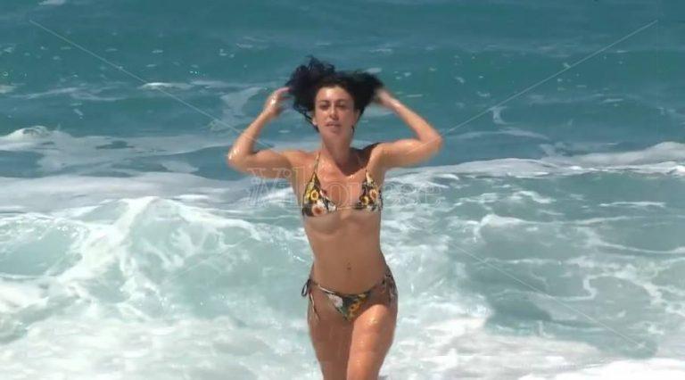 Voglia di mare e… libertà, primi bagnanti sulle spiagge vibonesi – Video