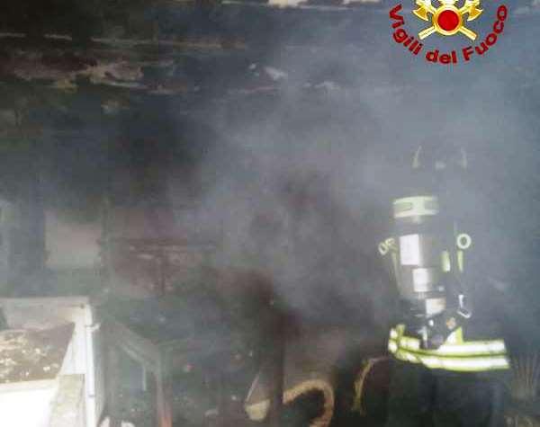 Gerocarne, abitazione in fiamme: intervento dei Vigili del fuoco
