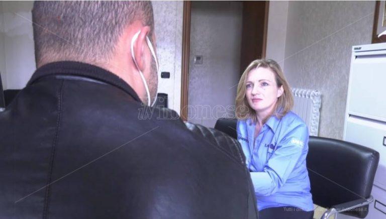 Padri separati e limitazioni. «Per una falla nella legge non posso stare con mio figlio» – Video