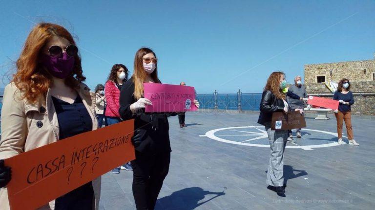 Pizzo, la protesta di parrucchieri ed estetiste: «Perché attendere giugno?» – Video