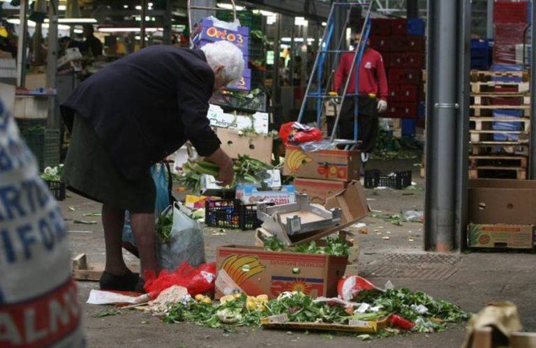 Il prezzo del Covid-19, schiere di nuovi poveri bussano alle porte della solidarietà