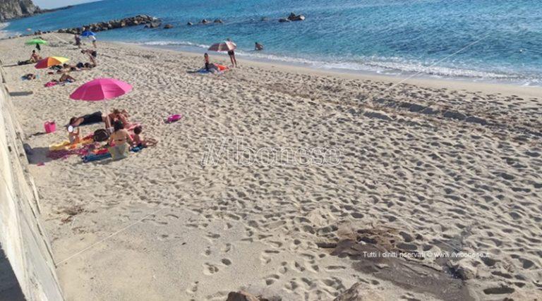 Capo Vaticano: condotta fognaria rotta sulla spiaggia del Tono, scatta il divieto