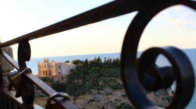 """Tropea, per affacciarsi dalla balconata del corso """"bisognerà pagare"""" – Video"""