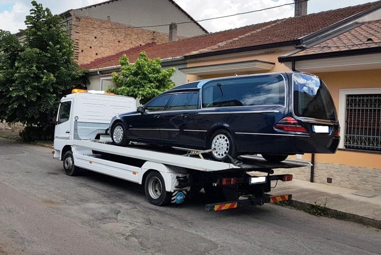 Sequestrate le auto funebri usate per le esequie di Salvatore Mancuso