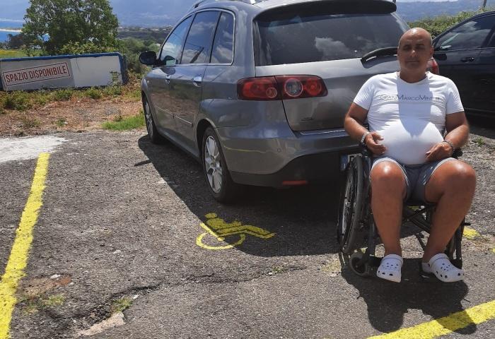 Briatico, Emiliano ottiene il parcheggio per disabili: «Grazie di cuore»