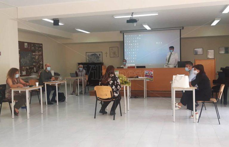 """Vibo, primi studenti """"senior"""" diplomati all'Istituto tecnico per geometri"""