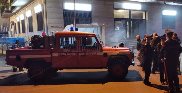 Serra San Bruno, incendio in un seminterrato: evacuato il palazzo – Foto