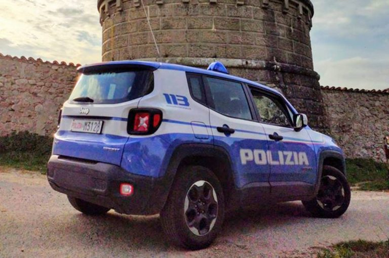 Serra, piangono per difficoltà economiche al posto di blocco: poliziotti li aiutano