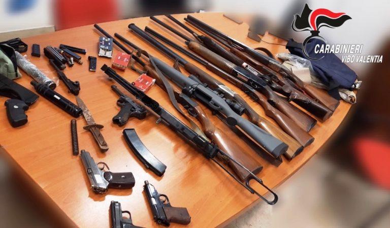 Nascondevano un arsenale in casa, due arresti a Stefanaconi – Video