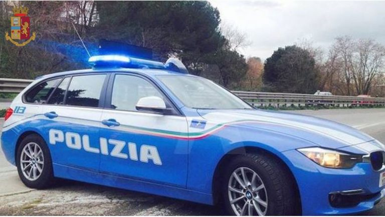 Quintali di pesce surgelato trasportati in auto: sequestro della Polizia
