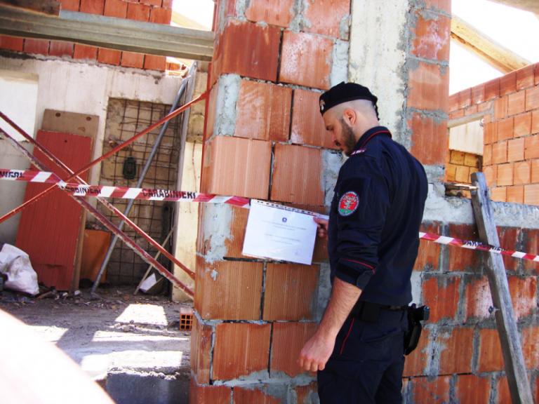 Abusivismo edilizio, una denuncia a Serra: sequestrato un manufatto