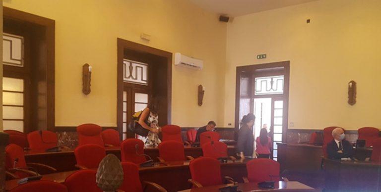 Consiglio comunale a Vibo, salta la seduta sulla reintegra di Lo Bianco