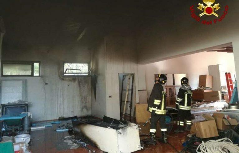 Incendio a Rombiolo, intervengono i vigili del fuoco