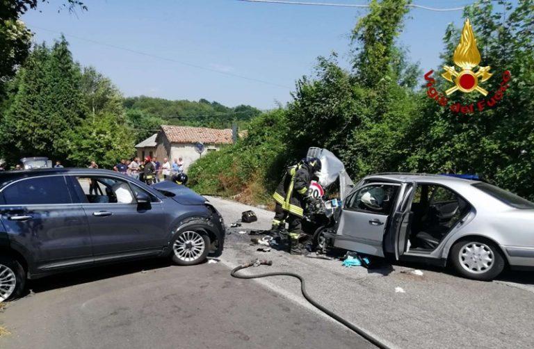 Scontro fra due auto nelle Serre: tre i feriti