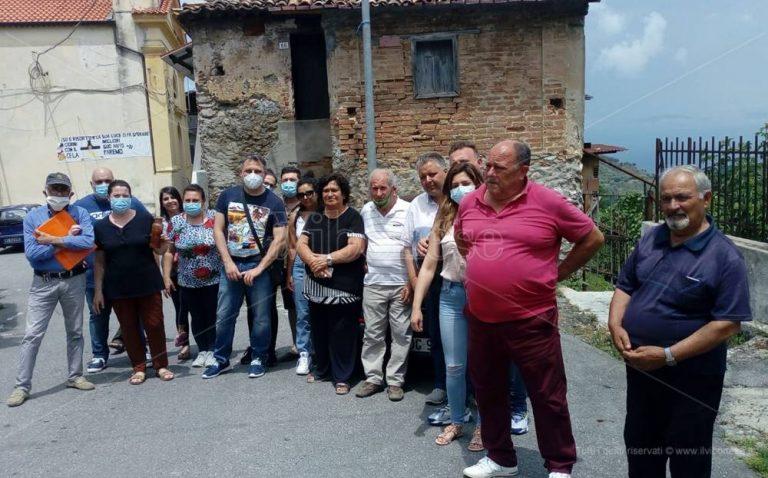 Vena Inferiore, l'incubo dei cittadini: «Dai rubinetti sgorga fogna» – Video