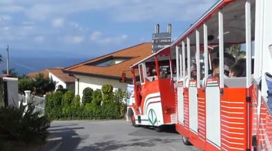 """""""Caso trenino"""" a Ricadi, gli albergatori consegnano le chiavi delle attività"""