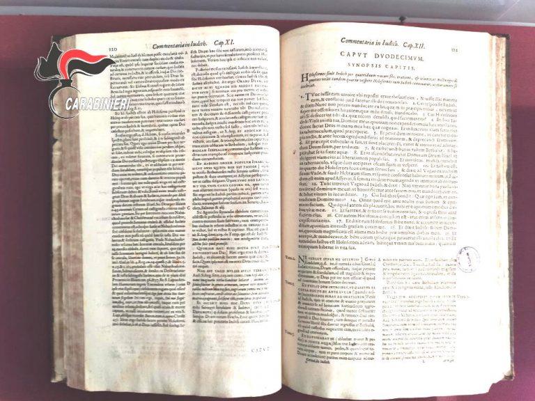 Antico libro sequestrato dall'Arma all'Accademia Fidia di Stefanaconi