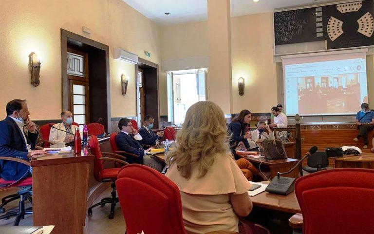 Vibo, il Consiglio comunale certifica il buco da 2,4 milioni di euro