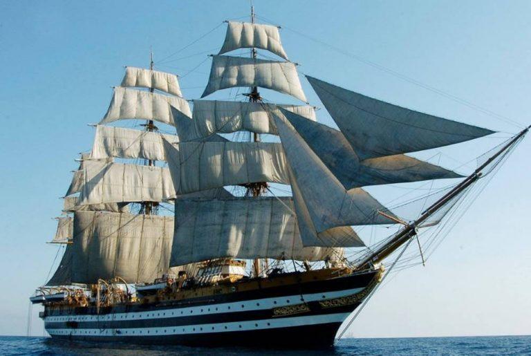 La nave scuola Amerigo Vespucci in arrivo nel mare vibonese