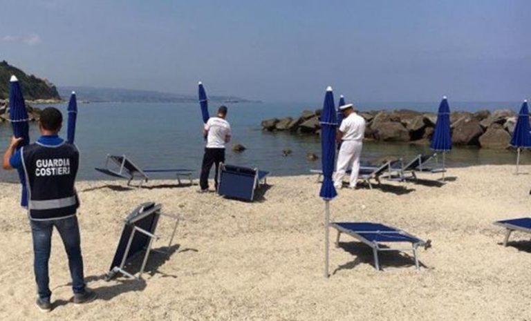Ombrelloni e lettini abusivi sequestrati lungo le spiagge di Pizzo