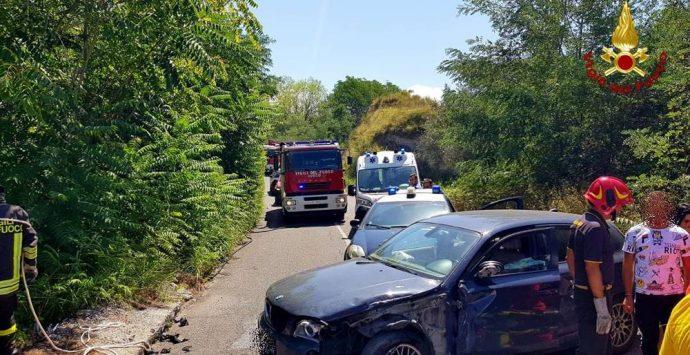 Incidente nel Vibonese, auto precipita in un dirupo di 20 metri – Foto