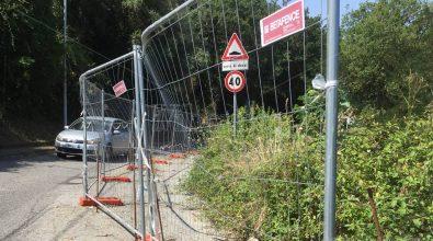 """Longobardi, strada """"chiusa"""" da quasi un anno: i lavori non partono e i rischi aumentano"""