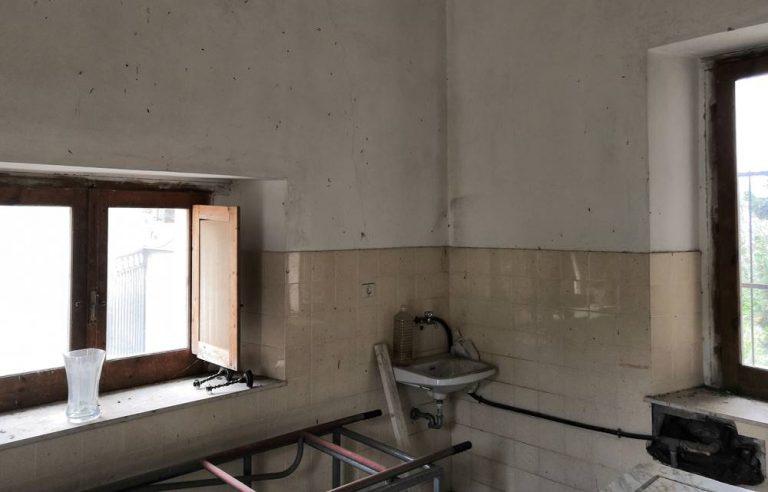 Sale mortuarie abbandonate a Stefanaconi, opposizione all'attacco