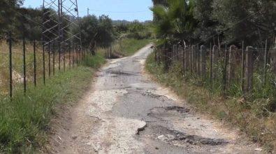 Portosalvo, otto famiglie ostaggio di una strada dissestata da 30 anni – Video