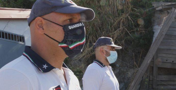 Grotticelle, abbattuto il primo manufatto abusivo: «È solo l'inizio» – Video-Foto