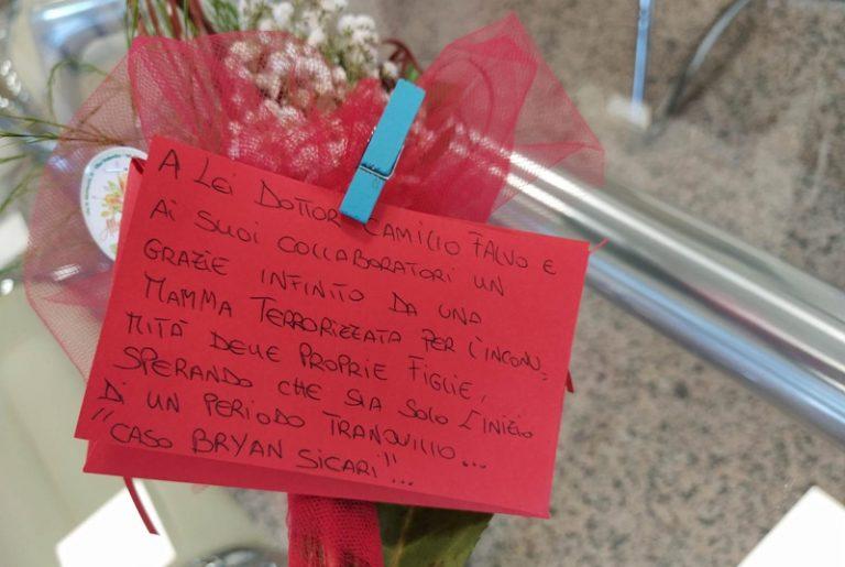 Donna brutalmente pestata a Briatico, omaggio floreale per il procuratore ed i carabinieri