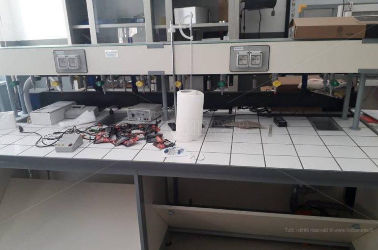 Furto con scasso al Liceo scientifico di Soriano, rubati diversi pc