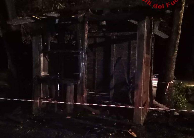 Casetta in fiamme a Serra San Bruno, la Pro loco ne dona un'altra al Comune
