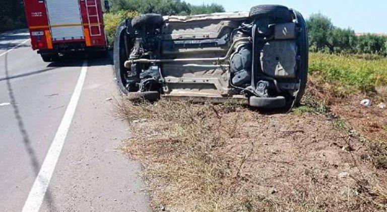 Incidente a Vena di Ionadi, auto si ribalta e finisce fuori strada