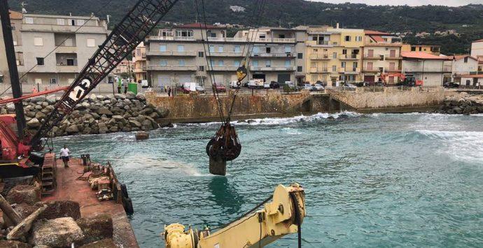 Vibo Marina, riprendono i lavori di sistemazione di piazza Capannina – Foto