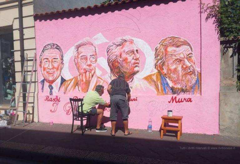 Mileto, un murale di La Gamba celebra quattro uomini-simbolo del Giro d'Italia