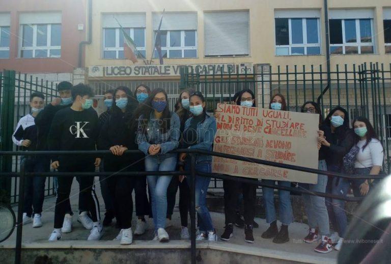 """La """"guerra delle aule"""", presidi contro a Vibo: a pagare sono gli studenti – Video"""