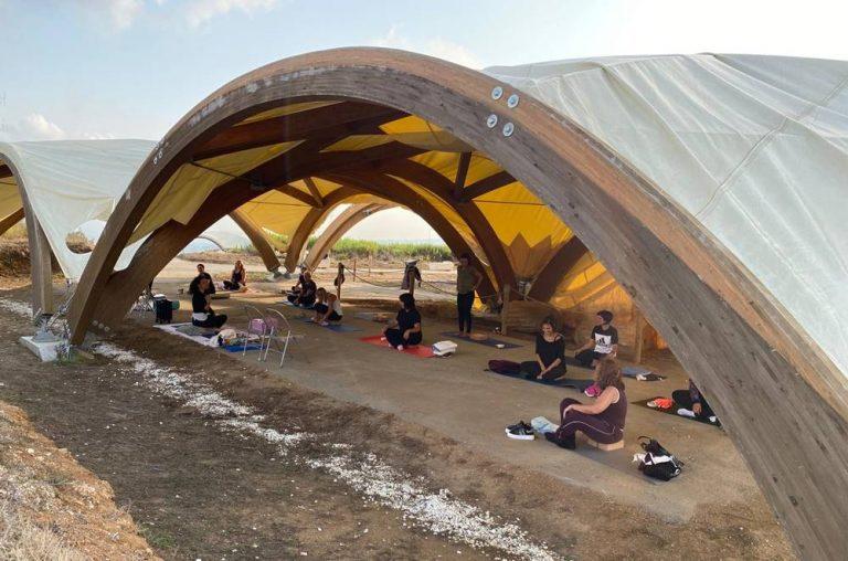 In equilibrio con la storia, a Vibo si fa Yoga tra i resti del tempio del Cofino