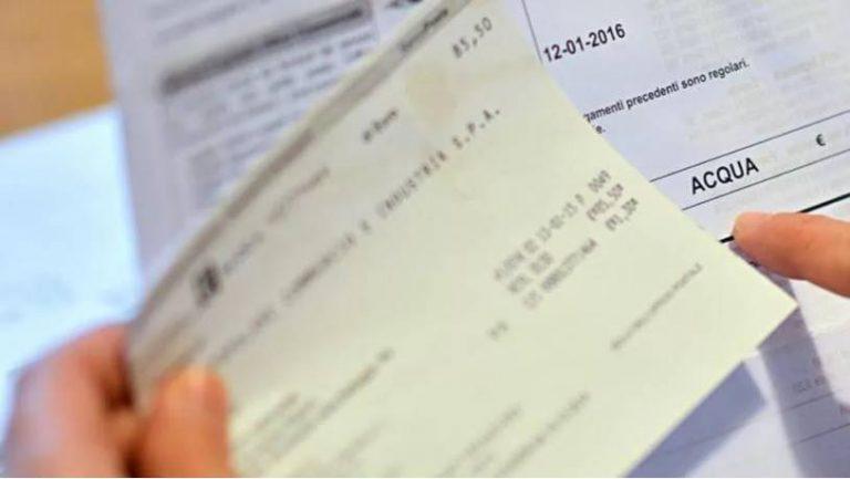 Zambrone, il Comune minaccia di ritirare la licenza agli operatori turistici morosi