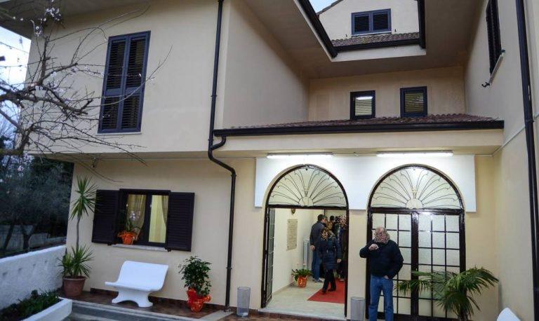 Reddito di cittadinanza o un tetto sulla testa, in sei costretti a lasciare la Casa di Nazareth