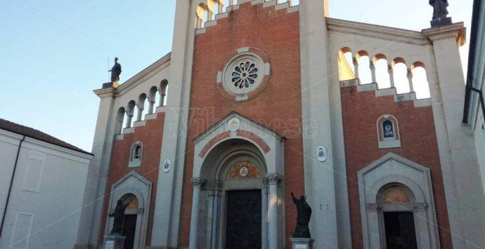 Dimissioni vescovo Renzo, monsignor Oliva conferma i vertici della Curia
