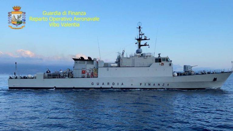 Il Roan di Vibo intercetta due imbarcazioni e ferma otto scafisti